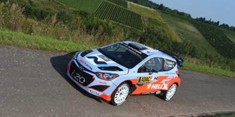 Thierry Neuville desata la fiesta con el doblete de Hyundai en Alemania