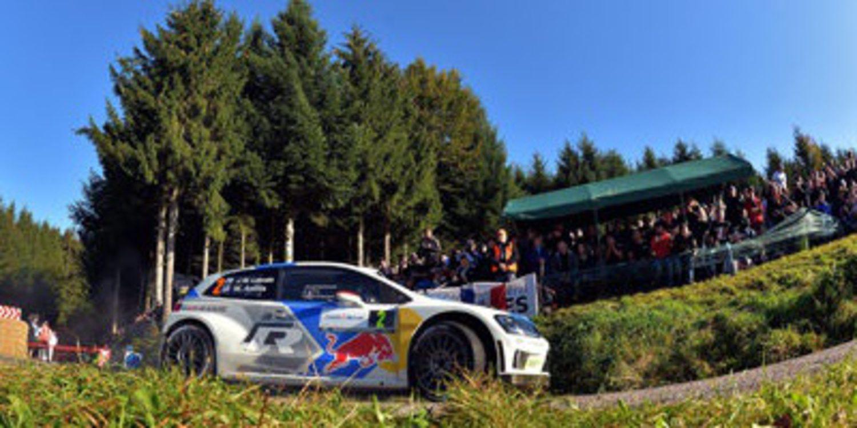 Jari-Matti Latvala sigue al frente del Rally de Francia con Dani Sordo 4º