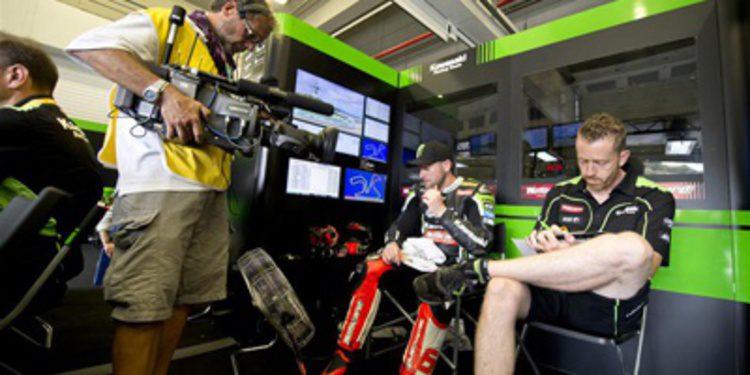 Tom Sykes responde en Magny-Cours durante el FP4