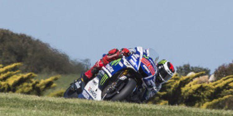 Jorge Lorenzo manda en Australia y Dani Pedrosa cae a la Q1