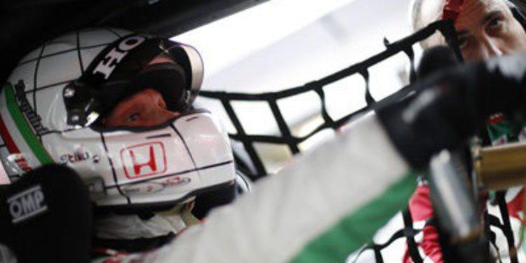 Gabriele Tarquini pone su rúbrica en el FP1 de Macao