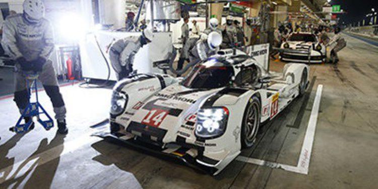 Porsche manda en el FP2 bajo las luces de Bahrein