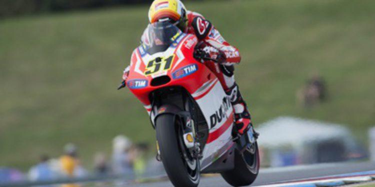 Michele Pirro será probador Ducati y piloto en el CIV