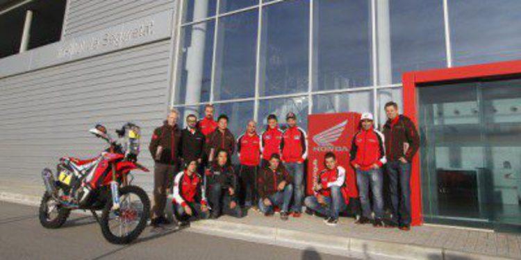 HRC entrena las etapas maratón del Dakar 2015