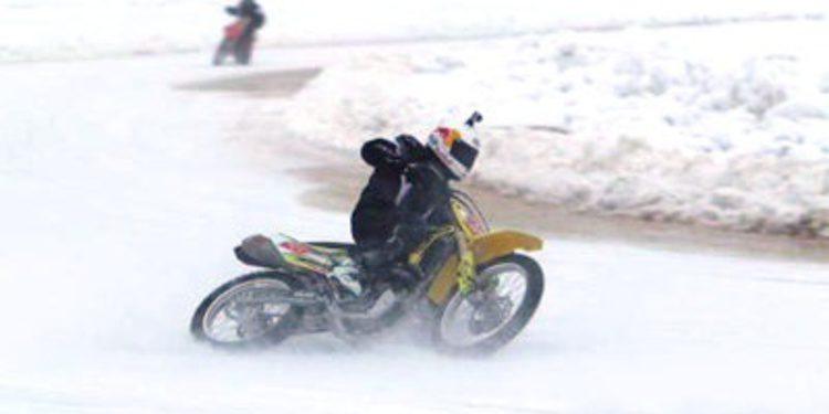 Viñales y Jack Miller disfrutan de la nieve con Aki Ajo