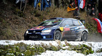 Sebastien Ogier se queda sólo en el 'Monte' con el accidente de Loeb