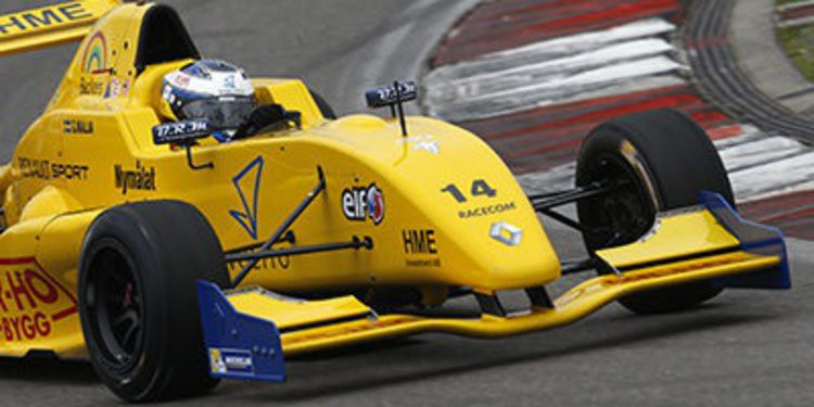 Gustav Malja a la Formula Renault 3.5 con Strakka