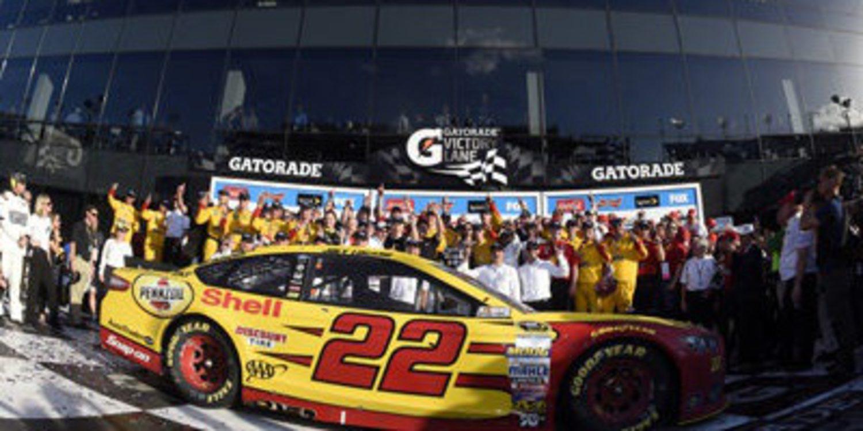 Joey Logano gana de forma clara la Daytona 500