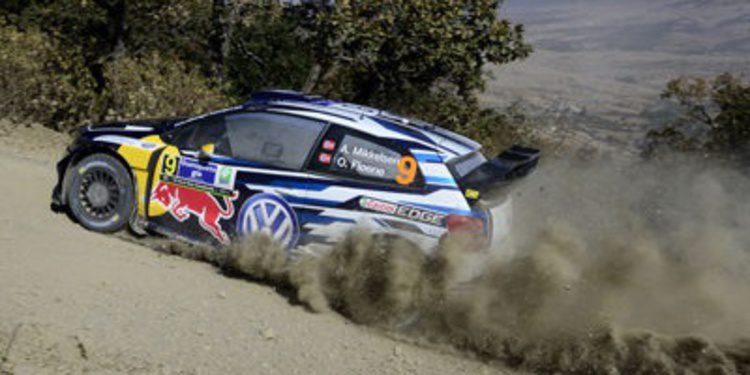 Andreas Mikkelsen con un Polo R WRC 2015 en Portugal