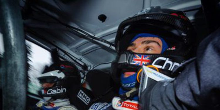 Chris Ingram se sube al Peugeot 205 T16