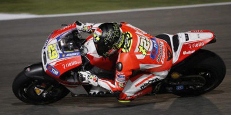 Poco grip y Ducati al frente en el primer día de test en Losail