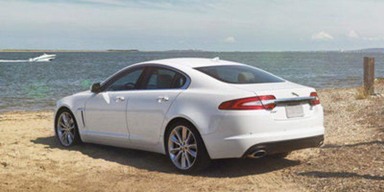 El Jaguar XF 'asoma la patita' antes de llegar a Nueva York