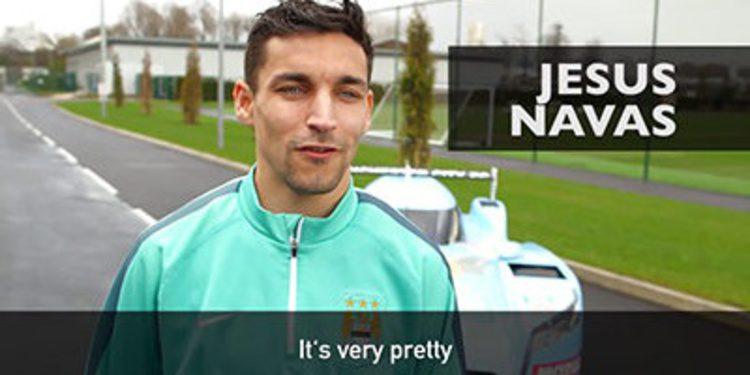 Los jugadores del Manchester City y un GTR LM NISMO