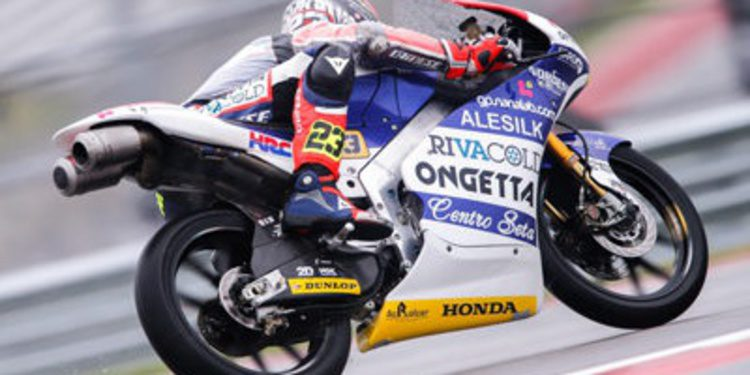 Antonelli lidera bajo la lluvia de Austin el FP1 de Moto3