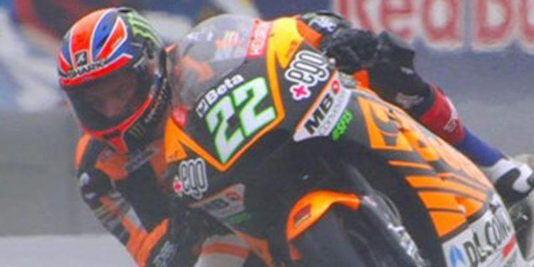 Sam Lowes cae y domina el mojado FP1 de Moto2