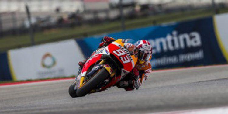 Marc Márquez pole de MotoGP a pie y encima de la RC213V