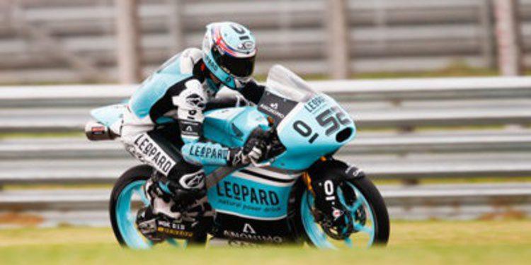 Danny Kent se anota un warm up de Moto3 'de tráfico'