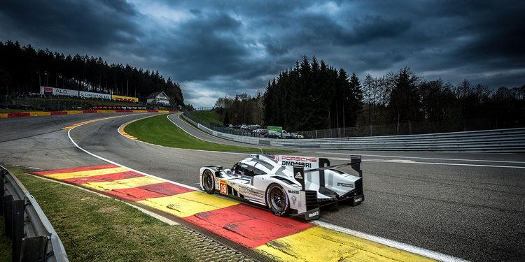 Porsche lidera bajo la lluvia en los test de Spa