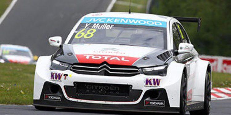 Yvan Muller gana una emocionante carrera en el Nordschleife