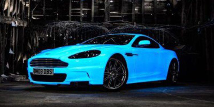 Aston Martin DBS fosforescente de la Gumball