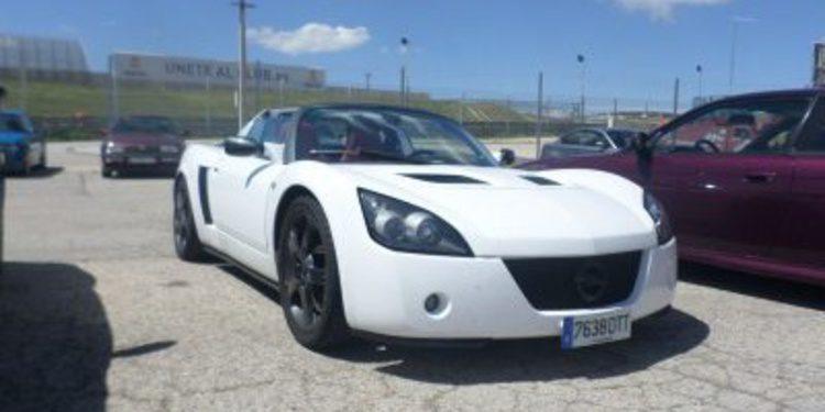 En el asfalto: El ultra ligero Opel Speedster (2000-2005)
