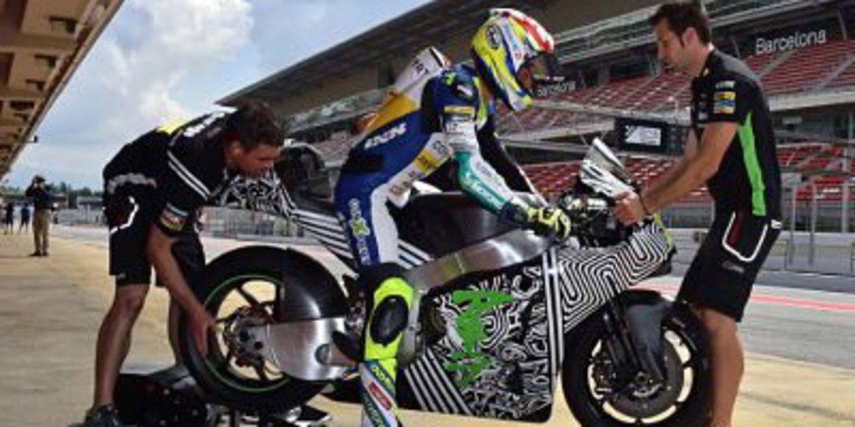 Aegerter rueda con la Kawasaki en Montmeló