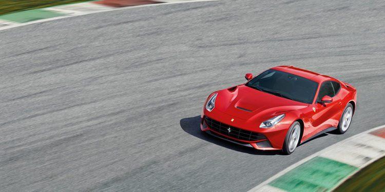 Ferrari F12 frente a frente contra el Ferrari 599 GTO