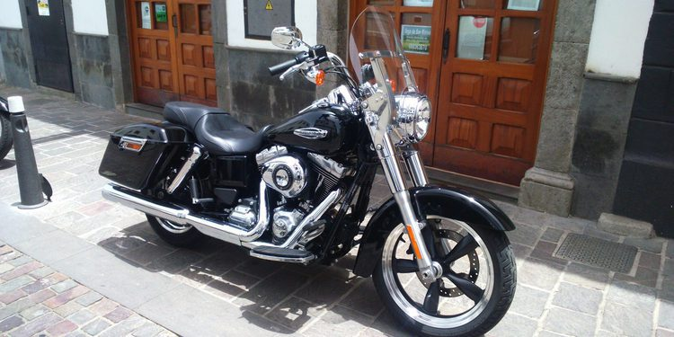 Harley-Davidson FLD Dyna Switchback en vivo