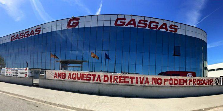 Brutal recibimiento de los empleados de Gas Gas a KTM