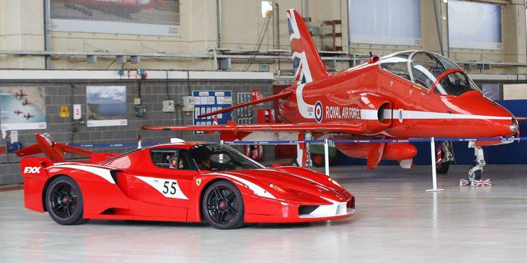 Guy Martin a los mandos del radical Ferrari FXX