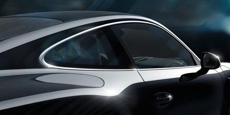 Estrella un Porsche 911 Turbo y huye de la policía