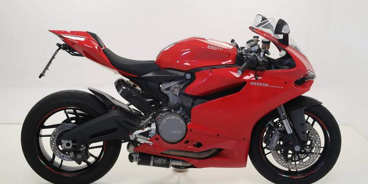 Ducati Panigale con nuevos escapes de Arrow