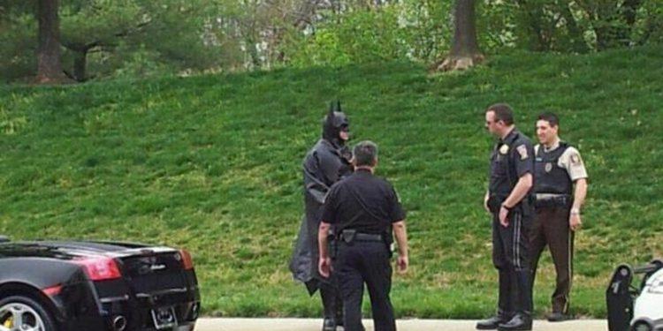 Vídeos de Lenny B. Robinson, el Batman de la Ruta 29
