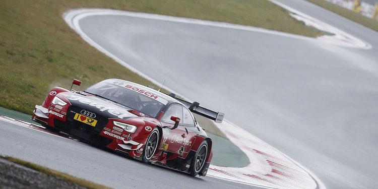 Molina lidera el doblete de Audi en el warm-up