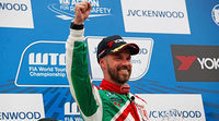 Tiago Monteiro consigue una fantástica victoria en Japón