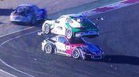 Porsche 911 GT3 aterriza en el techo de un contrincante