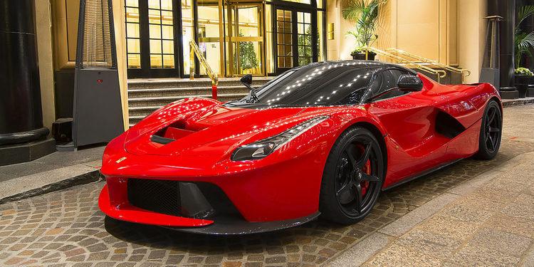 Se olvida de ir a buscar su Ferrari LaFerrari