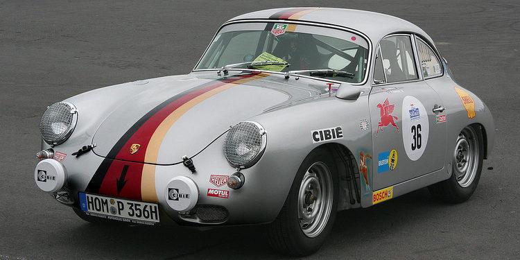 Chris Harris al volante de un precioso Porsche 356