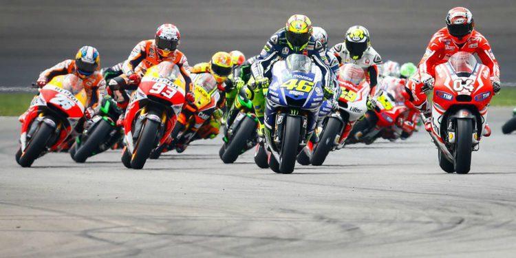 Lorenzo da el primer mordisco a Rossi en el GP de Japón de MotoGP