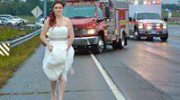 Paramédicos acuden a una llamada vestidos aun de novios