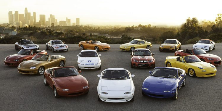 Mazda MX-5 1ª gen en drag race frente al MX-5 actual