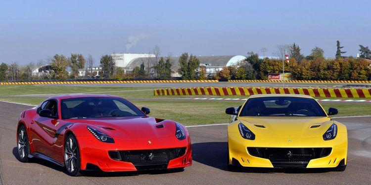 Dos Ferrari F12tdf aparecen en público en Mugello