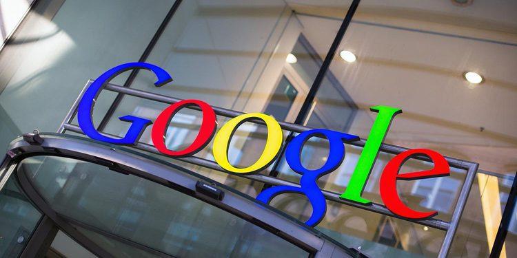 La policía detiene un prototipo del coche Google