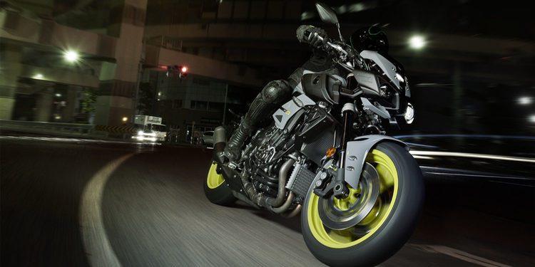 Nueva naked Yamaha MT-10 derivada de la YZF-R1