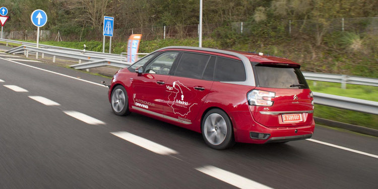 PSA prueba el primer coche autónomo de Vigo a Madrid