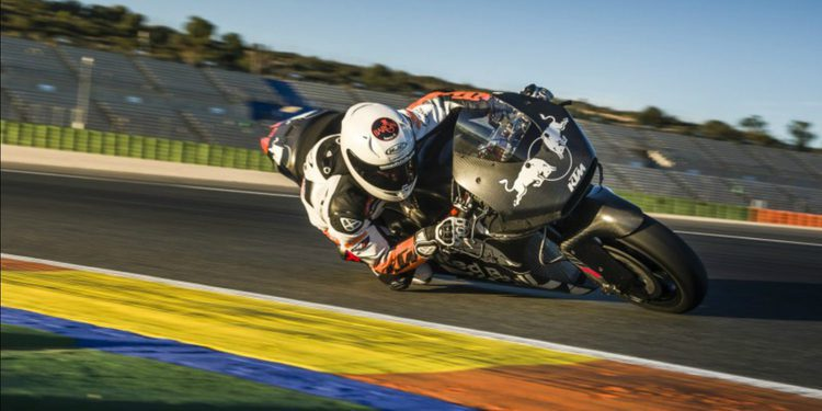 Mika Kallio realiza un test con la KTM RC16