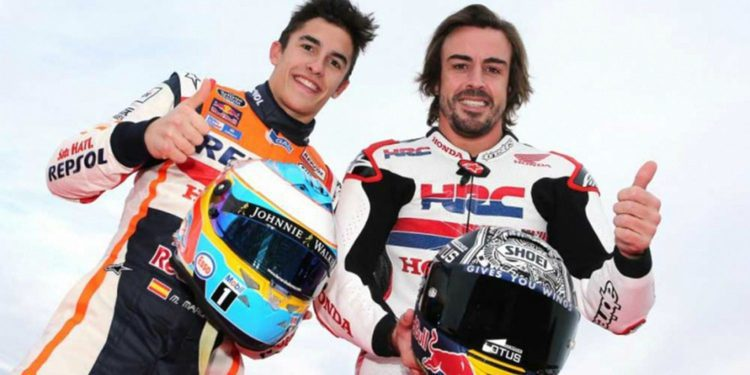 Fernando Alonso sobre una MotoGP en el Honda Thanks Day