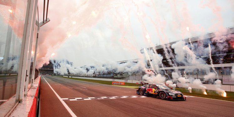 Los pilotos del DTM nos felicitan las navidades