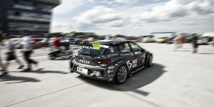 Dusan Borkovic visita a su equipo B3 Racing