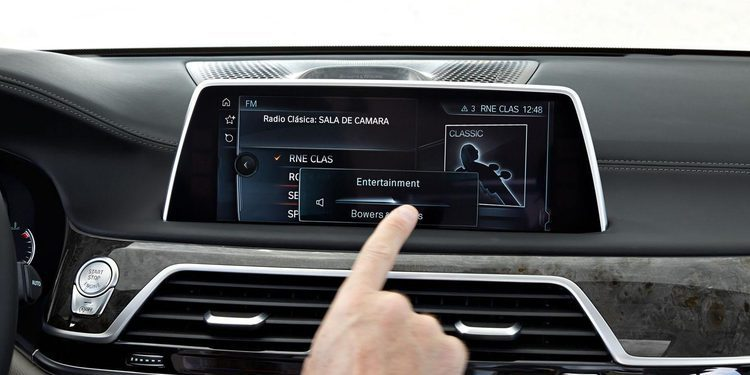 Los BMW X5 y X6 recibirán pantallas táctiles en Verano